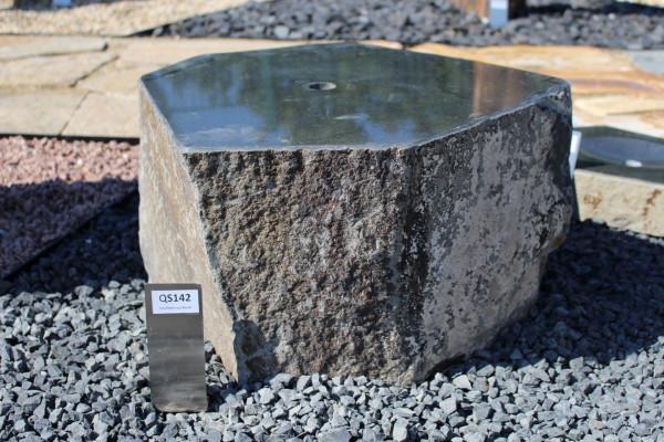 Quellstein aus Basalt ca. 53x48x30cm